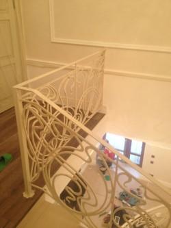 Красивые кованые перила в дом