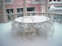 Кованый стол и стулья белого цвета