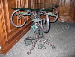 Журнальный кованый стол в стиле виноградной лозы