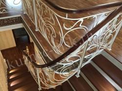 Ограждение лестницы в стиле модерн с плавным поворотом
