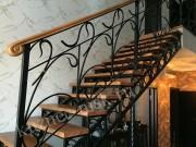 Лестница на второй этаж кованая