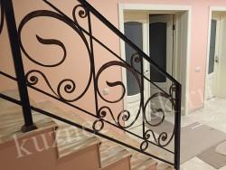 Перила кованные для лестницы в доме