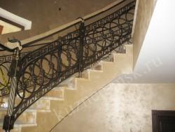 Ограждение лестницы с плавным поворотом