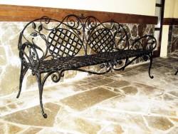 Кованая скамейка для улицы