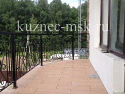 Кованые ограждения для уличного балкона фото №3