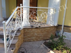 Кованые перила белого цвета фото №4