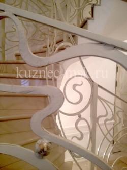 Кованые перила белого цвета в стиле модерн №-2