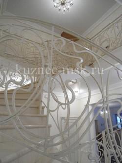 Кованые перила белого цвета в стиле модерн №-3