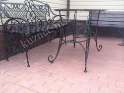 Кованый стол и скамейка для улицы