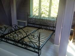 Массивная кованая кровать