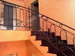 Ограждение на лестнице в частном доме