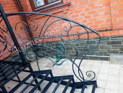 Металлическая лестница с ковкой
