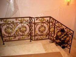Ковка на мраморной лестнице