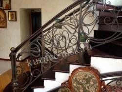 Перила лестницы с поворотом
