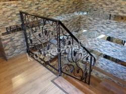 Лоза кованая на лестнице