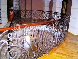 Радиусное ограждение лестницы и второго этажа