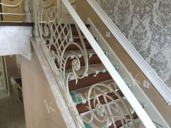Лестница с перилами