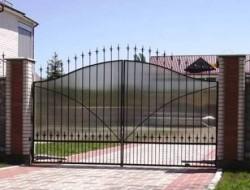 Ворота кованые с поликарбонатом