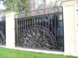Массивный кованый забор