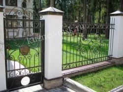 Кованый забор и калитка в одном стиле