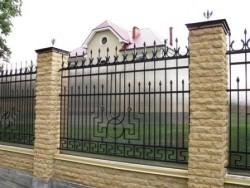 Забор кованый с поликарбонатом №1