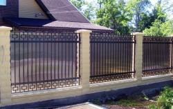 Забор кованый с поликарбонатом фото №5