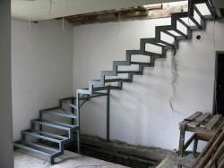 Металлическая лестница из профильной трубы